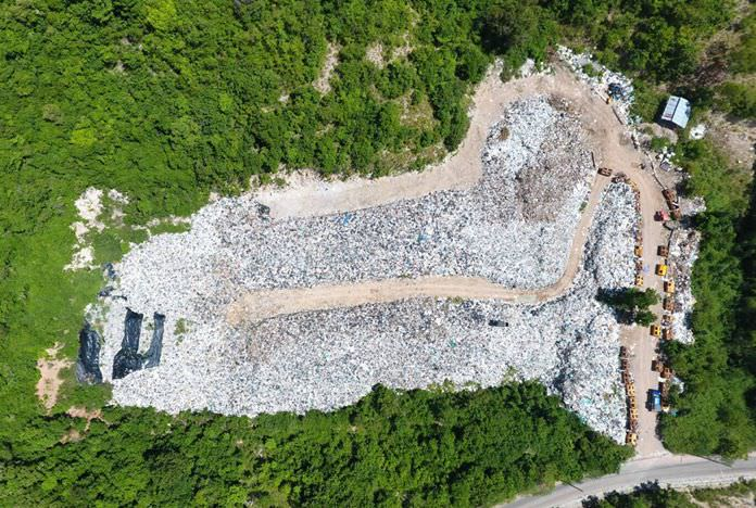 A drop in the number of visitors has led to a drop in Koh Larn's garbage surplus, but 10,000 tons of refuse remain.