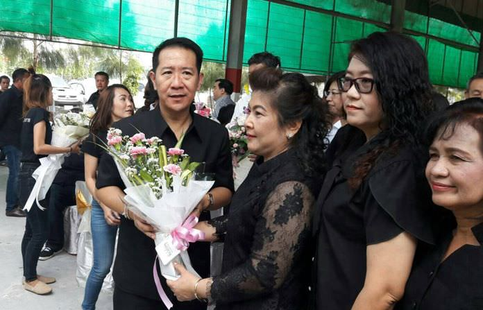 Naris Miramaiwong is welcomed to his new role as Banglamung district chief.