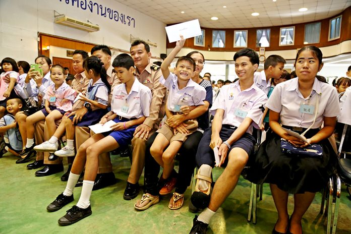 Sattahip Naval Base awarded 2.8 million baht in scholarships to military families in honor of HM the late King.