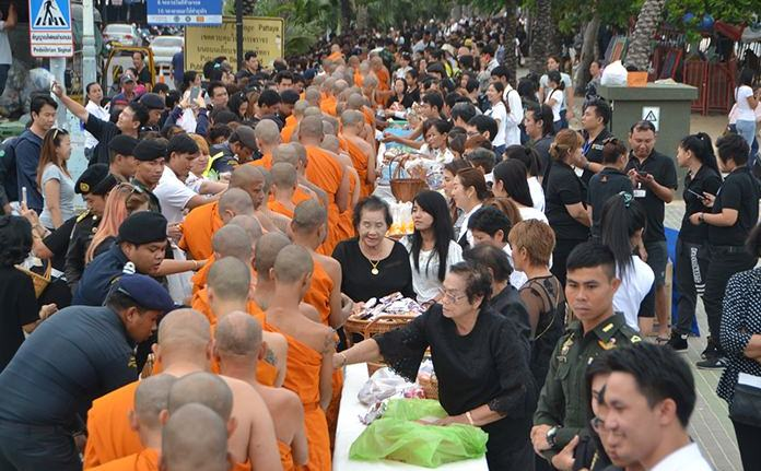 Residents gather to give alms to 89 monks on the occasion of Father's Day.
