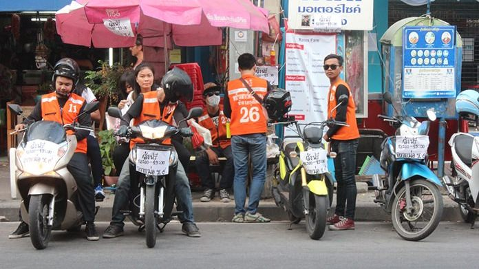 Motorbike taxis (near Wat Chaimongkol) joins the Do Good for Dad on Father's Day by offering free rides.