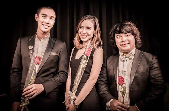 (L-R) Saran Senavanin (Rain), Auranus Yuenyonghattaporn (Jing), with pianist Morakot Cherdchoo-ngarm.