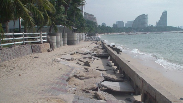 The beachfront near the Laem Rajchawej British Alumni Center long ago collapsed and has not been repaired.