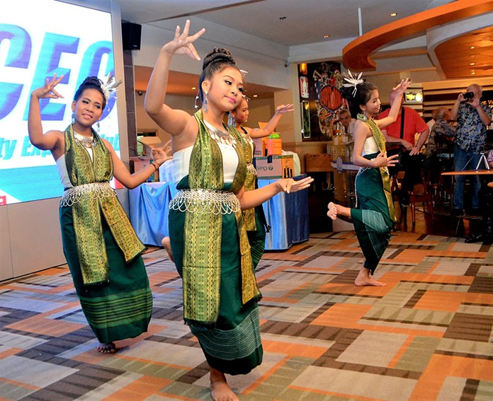 These four charming ladies in traditional costume entertained the PCEC with a classical Thai dance.