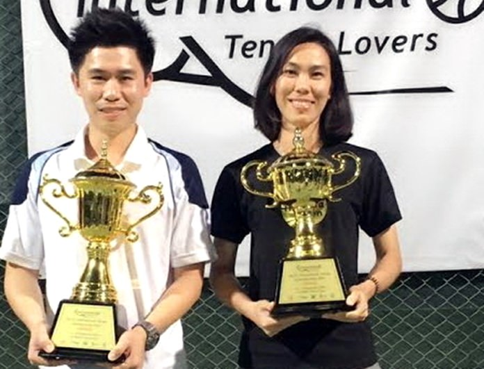 Tournament winners, Nattapat Anusithajul (left) and Punjaporn Ditthin pose with their trophies.