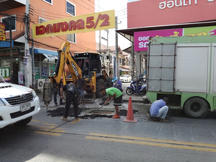 Pattaya has replaced bent manhole covers on Soi Khao Talo in response to residents' complaints.