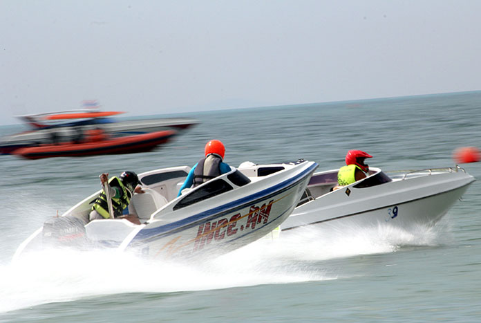 Speedboats vie for position during the 2016 Pattaya Watersports Festival.
