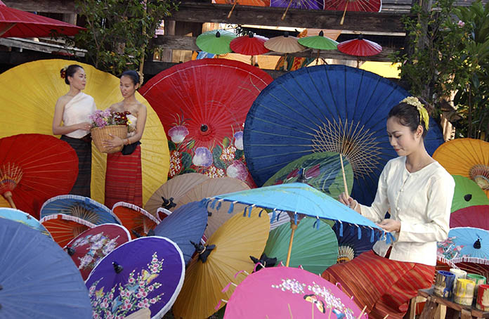 The Borsang Umbrella and Handicraft Festival is being held January 20 -22, 2017 in the village of Borsang in San Kamphaeng.
