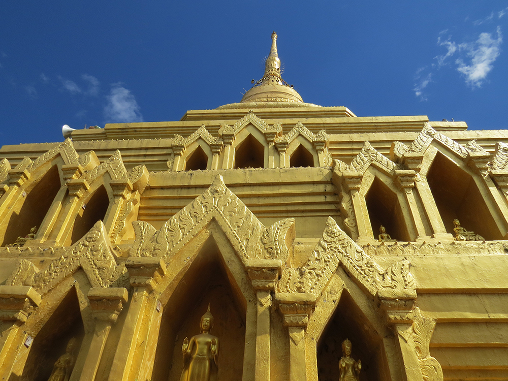 Wat Jom Kai was built in the 13th century after the city was taken by the grandson of King Mengrai and absorbed into the Lanna Kingdom.