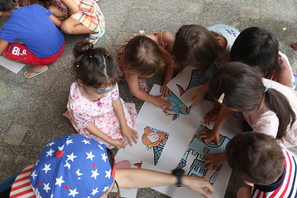 Little ones take part in the Puzzle Race Relay.