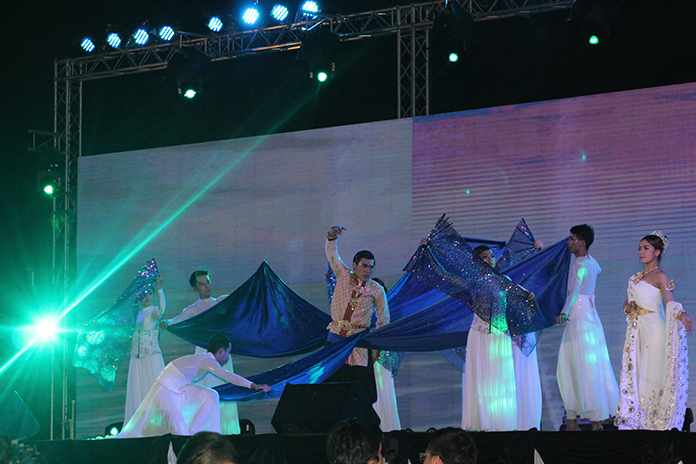 The Maha Chanok troupe took the stage for a contemporary dance performance.