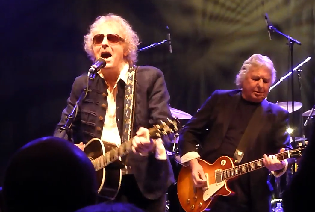 Ian Hunter (left) performs with the Rant Band in 2016. (Photo/YouTube)