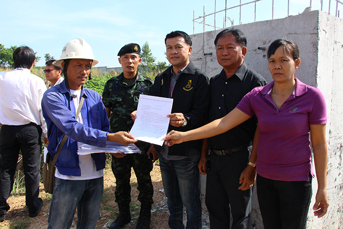 Nongprue officials follow up with the waste water issues in Baan Darapan 5 and Ekmongkol 8 Village.