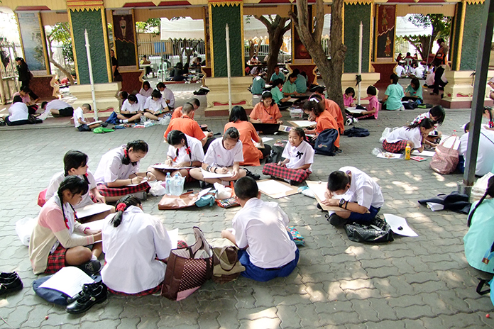 Chonburi students compete in poetry, calligraphy and other traditional arts at the Cultural Arts Festival of Induced Values and Social Sustainability.