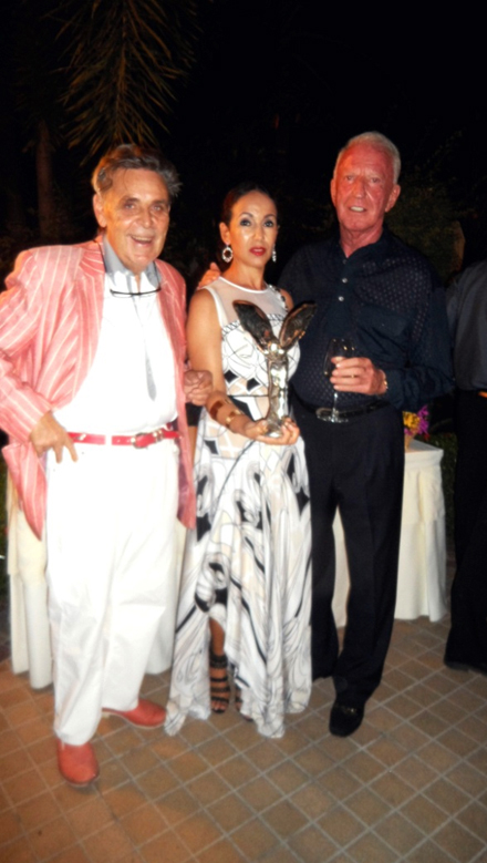 Axel Brauer brought an antique Rolls Royce statuette from London as present for Anselma and Gerrit.