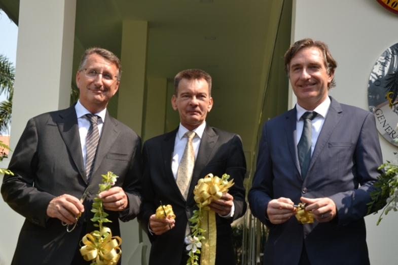 German Ambassador Peter Pruegel, Honorary Consul Rudolf Hofer and Austrian Ambassador Enno Drofenik cut the ceremonial ribbon.