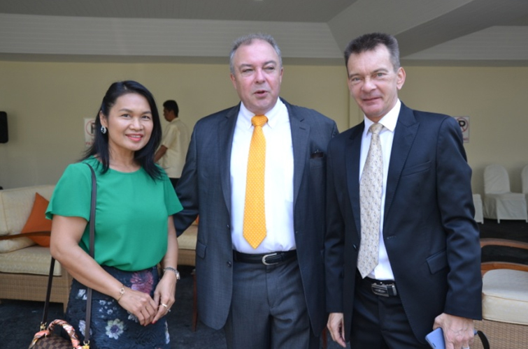 Ploy and Rene Pisters (centre) GM of the Thai Garden Resort congratulate Rudolf Hofer.