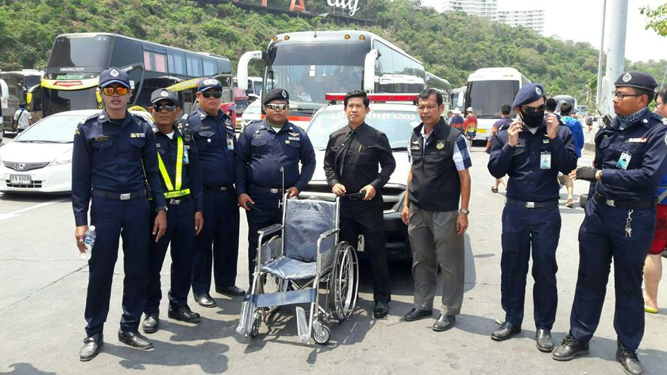 Following reports that passengers were forced to stay ashore or fell on the unstable, slippery docks, Pattaya City Hall launched a wheelchair service to assist them.