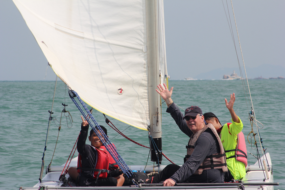 The highlight of the day was a sailboat voyage and sailing lessons from American Gary Jobson.