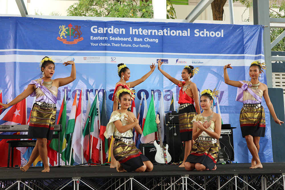 International Day included a traditional Thai dance.