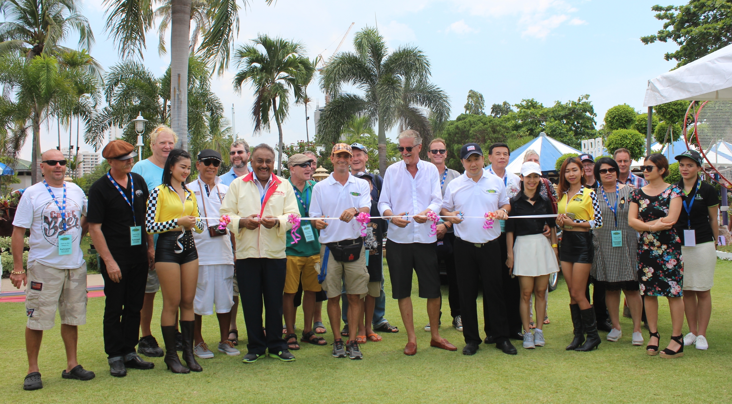 Participants, sponsors and guests gather around as Klisada Eineew (Rengboon Auto Service), Peter Malhotra, (Pattaya Mail), Martin Koller (Europa Auto Service), Jo Klemm (Classic Cars Friends Club Pattaya) and Phisut Sae-khu (RM Asia Pattaya Hotel) cut the ceremonial ribbon to declare the 2017 Pattaya Classic Car Show open.