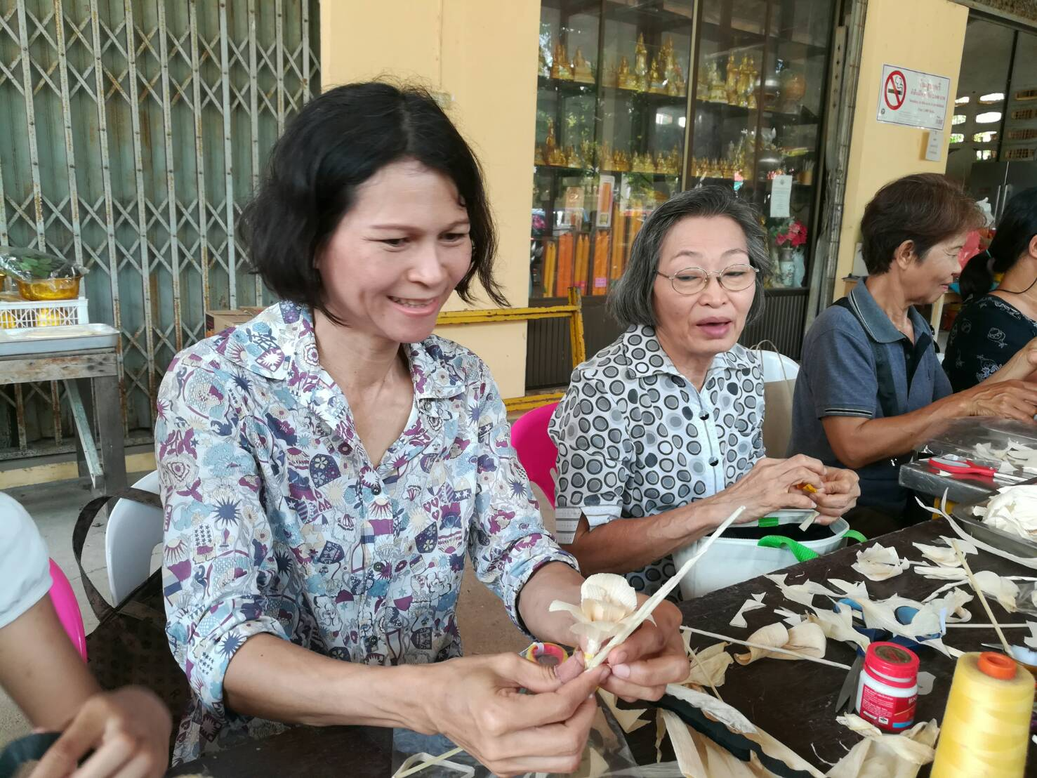 Pattaya-area volunteers are doing their part for HM the late King's upcoming cremation by creating artificial flowers to be used in the ceremony.