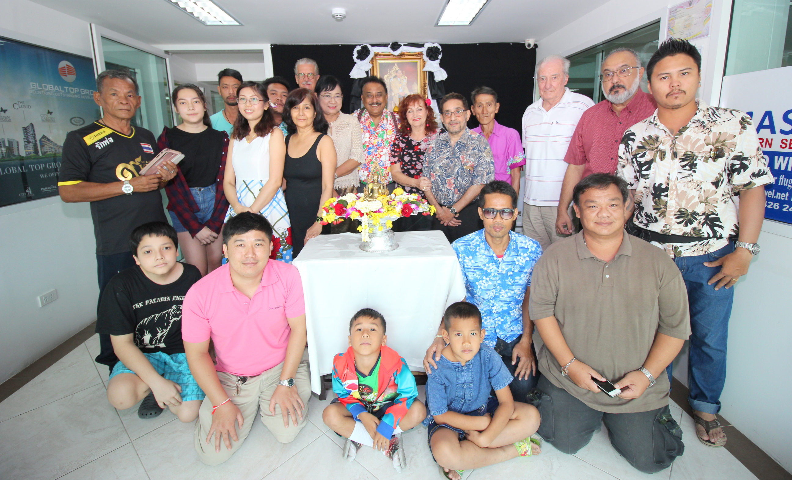 The Pattaya Mail familygather for a group photograph after the ceremonies.