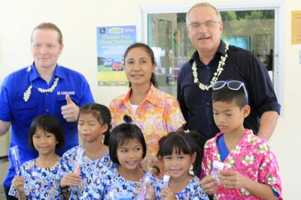 The founder of HHN, Ewald Dietrich (right) with Joey Kelly (left), a teacher and some children of the Drop-In/ ASEAN Education Center.