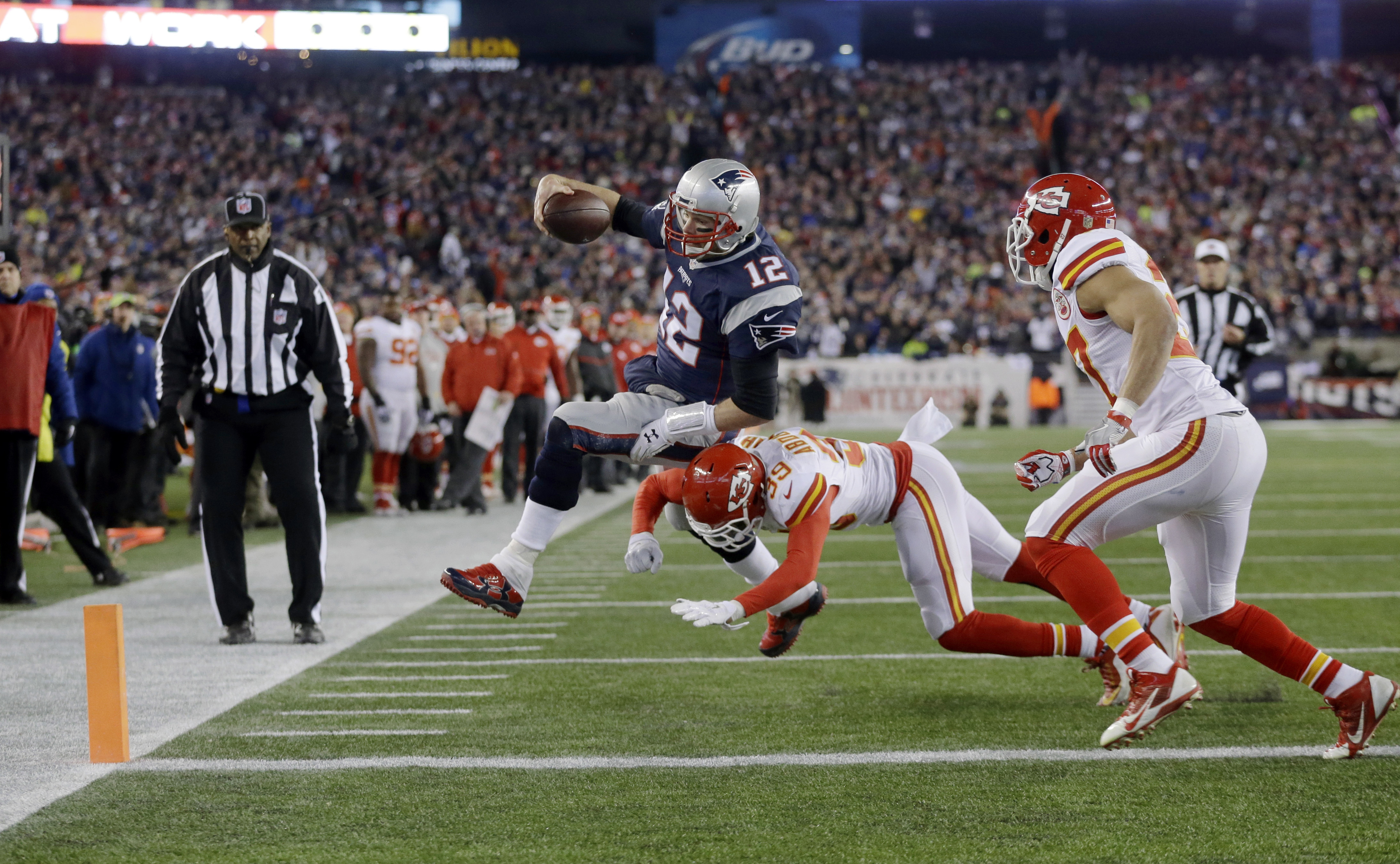 New England Patriots and the Kansas City Chiefs are shown in action in this Jan. 16, 2016, file photo. The two teams will kick off the 2017 NFL season when they go head to head on Sept. 7. (AP Photo/Steven Senne)