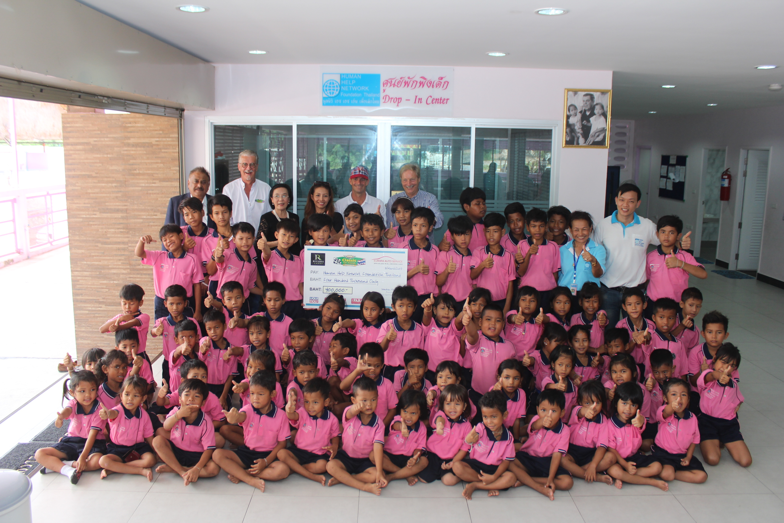 A group photo with the children from the Human Help Network foundation with the organizers and sponsors of the event.
