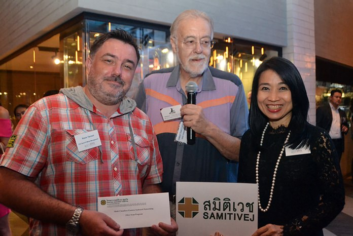 Kevin Tarrant, One Sport & Media receives his lucky draw prize from Porntip Utsahaphan, International Marketing Manager at Samitivej Hospital as Chris Thatcher, Vice Chairman of BCCT looks on.