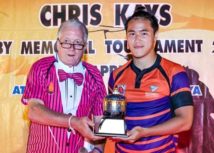 Jim Howard (left) presents the Mike Cobb Bowl to the captain of the Bangkok University team.