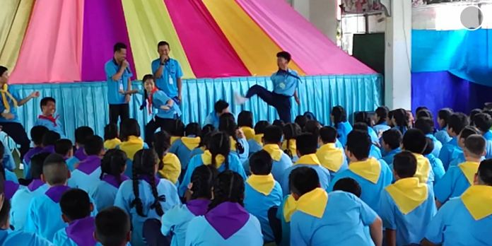 Arunothai School, located in Banglamung, held fun orientation activities for Mathayom 1 students.