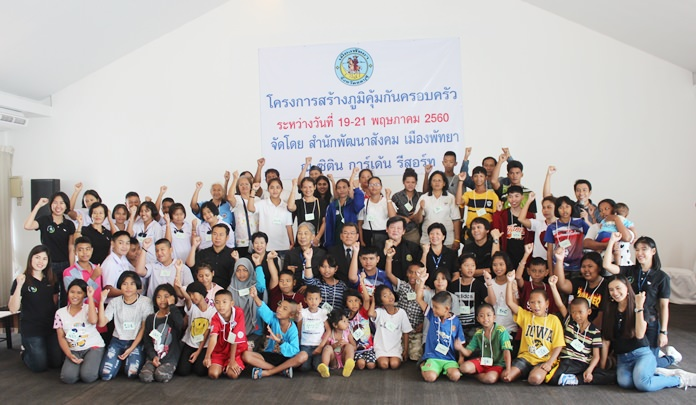"About 40 Pattaya families worked on improving relationships between parents and children at a city-organized ""family vaccine"" clinic."