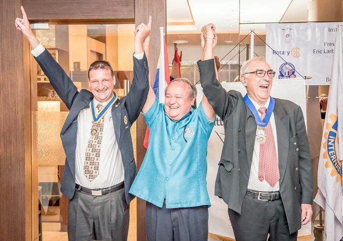 Premprecha Dibbayawan (center) with the new president Eric Labouillat (left) and the outgoing president Michel Roche (right).