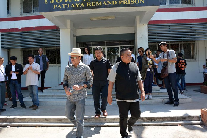 Members of the red shirt anti-government group made their monthly visit to an imprisoned leader serving four years for storming the 2009 ASEAN summit at the Royal Cliff Beach Resort.
