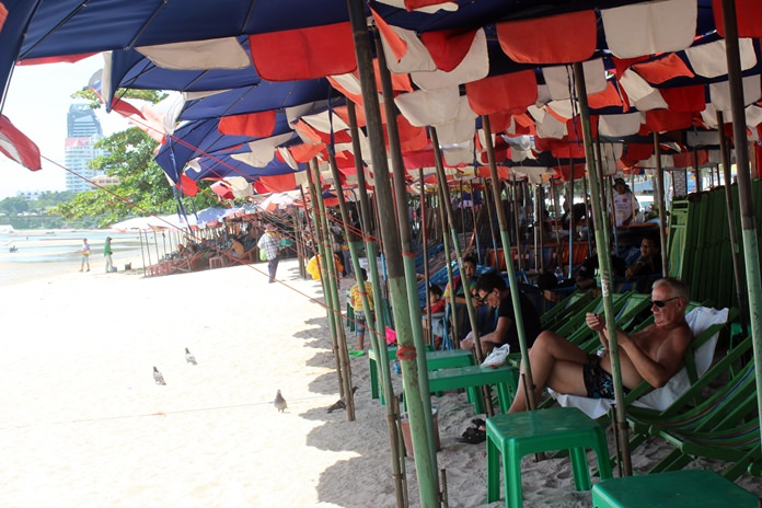 Beach chair vendors are now forced to take two days off a week during June and July while Jomtien and Pattaya beaches are given a face lift.