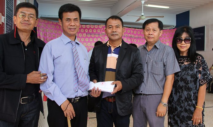 One family presented 50,000 baht to Chid.