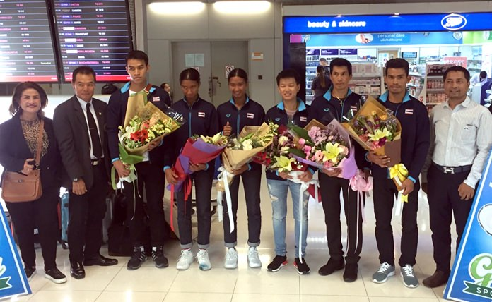 The Thai National Beach Tennis team poses at Bangkok airport, July 18, after arriving back from the ITF Beach Tennis World Team Championship 2017 in Moscow, Russia.