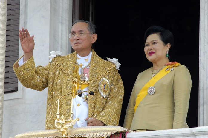 Her Majesty Queen Sirikit stands by His Majesty King Bhumibol Adulyadej as he waves to the crowd during celebrations of the 60th anniversary of His Majesty becoming Thailand's King June 6, 2006. (AP Photo /Thailand Public Relations Department, HO)