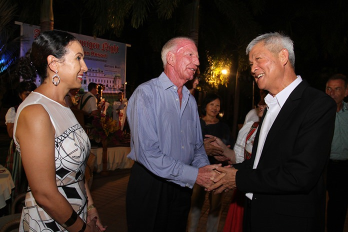 Thai Garden Resort CEO Gerrit Niehaus and his wife Anselma welcome Deputy Mayor Apichart Virapal (right).