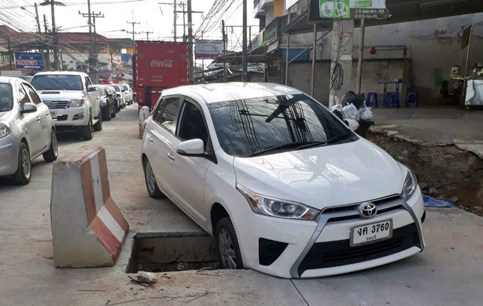 The war zone known as Soi Siam Country Club claimed another victim, a car that drove into an uncovered manhole obscured by all the construction.