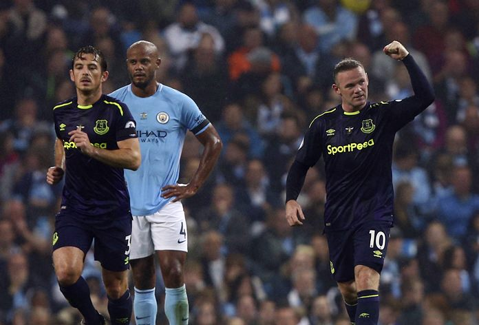 Everton's Wayne Rooney, right, celebrates scoring his side's first goal of the game during the English Premier League match against Manchester City at the Etihad Stadium in Manchester, Monday, Aug. 21. (AP Photo/Dave Thompson)