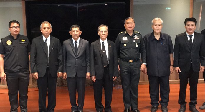 Mayor Anan Charoenchasri met with Teerasak Jathupong from the NSA's Chonburi office, and Kajadpai Burutpat, president of the Security Association of Thailand, to trade information on the current state of transnational crime in the province.