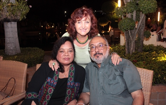 Elfi loves Wanna and Bill Malhotra as her brother and sister.
