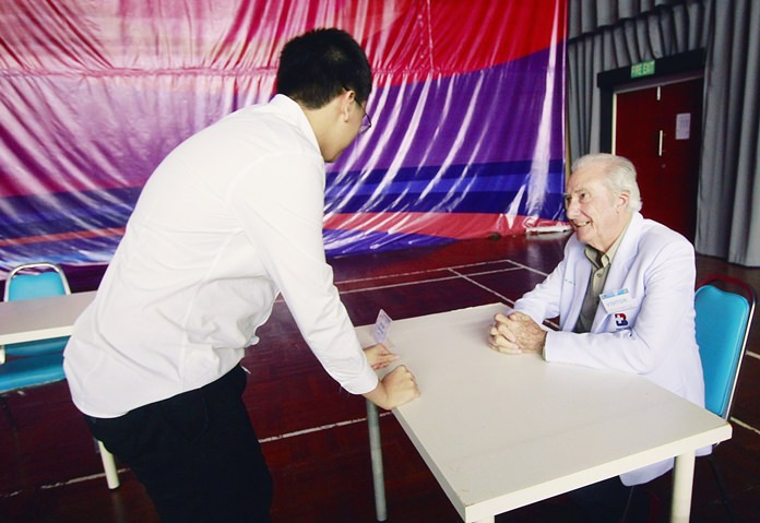 A student asks Dr. Iain Corness about a career in medicine.