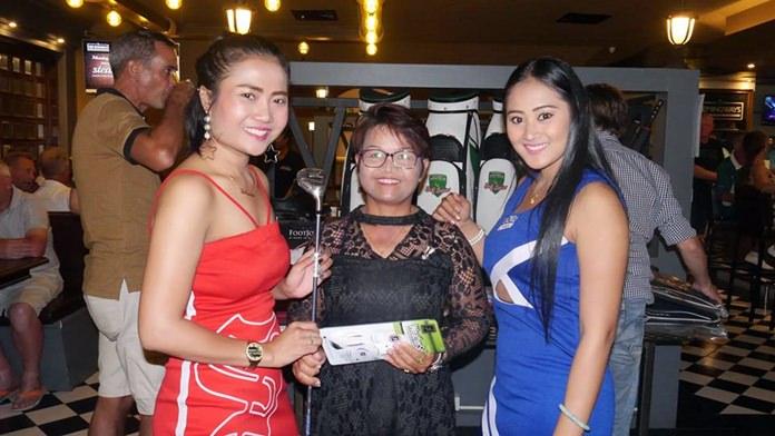 Ladies winner Samorn (centre) receives her prize.
