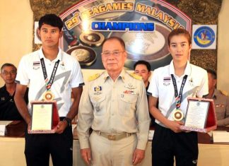 'Oat' Nattapong Phonoparat (left) and 'Daow' Siriporn Kaewduang-ngam (right) wear their gold medals at a civic reception to celebrate their SEA Games success, held at the Surf Kitchen Restaurant in Jomtien on October 1.