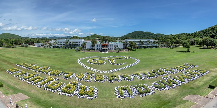 Spelling Of Honor: Navy Creates Human Symbols To Honor Late King