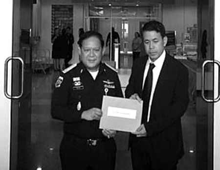 Chumsai Sriyapai (right), attorney for Panthongtae Shinawatra, hands in a letter of petition to the Department of Special Investigation (DSI) in Bangkok.